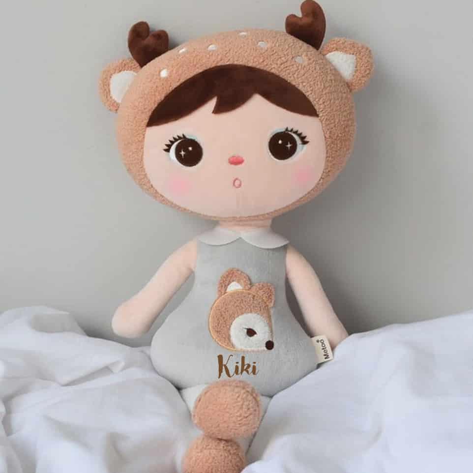 Pop met naam Deer Grey (Metoo Doll)
